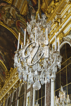 Chandelier hanging in the corridor of a palace, Hall Of Mirrors, Chateau de Versailles, Versailles, Paris, France