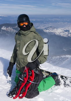 The backcountry freerider with the snowshoes on his backpack is ready for the downhill.