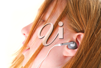 Young girl listening to music on her mp3 player