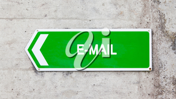 Green sign on a concrete wall - E-mail