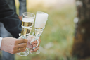 Process of filling by champagne of champagne in glasses outdoors.